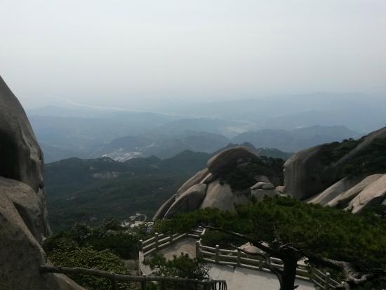 Qianshan County, China: Горы, ступени, горизонт