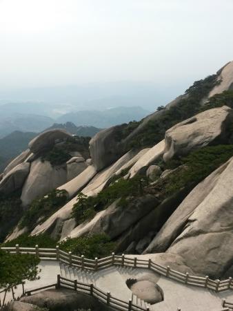 Qianshan County, China: Лучше несколько дней с остановками, чем за один день бегом