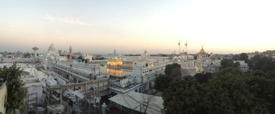 Hotel Sapphire: Вид на Голден Темпл с крыши отеля