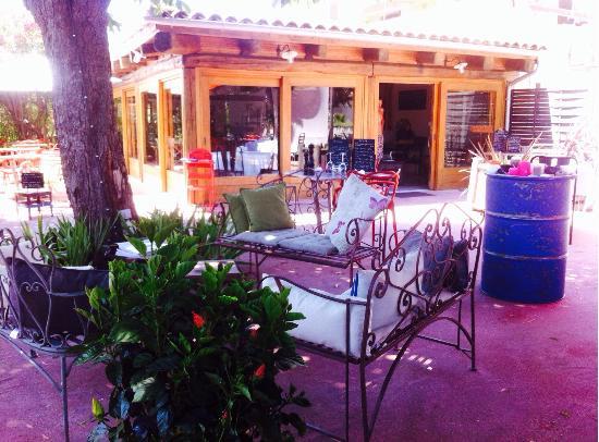 L'Atelier restaurant: Terrasse ombragée et intimiste