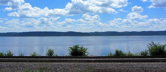 Ferryville, WI : Mississippi River across the street