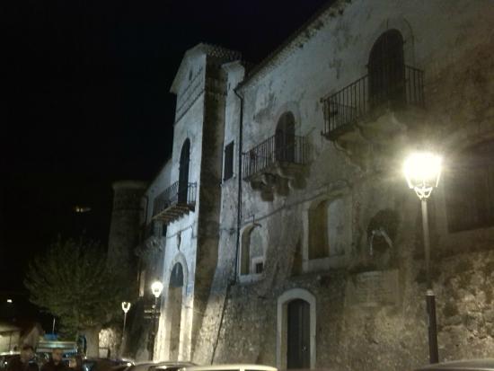 Isernia, Italie : Ingresso al borgo