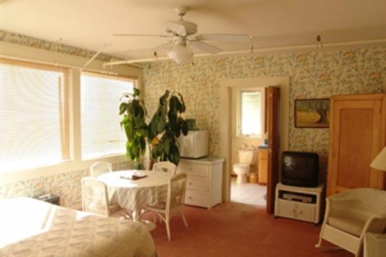 Grey Whale Inn: Sunrise Suite interior