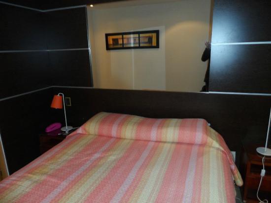 Hotel Iberia: Cama.