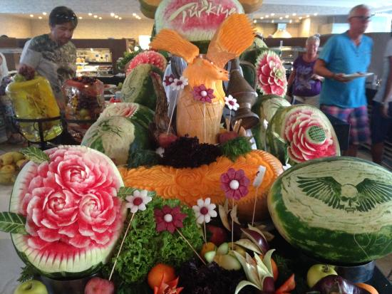 Manaspark Hotel Oludeniz: Food sculptures in the dining area