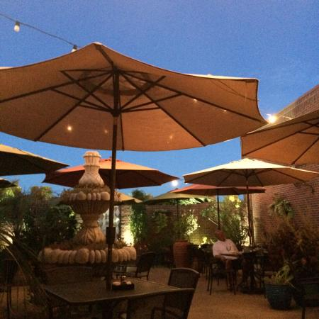 Casa Milagro: Outdoor Dining Area