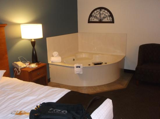 AmericInn Chanhassen: Great, relaxing hot tub!