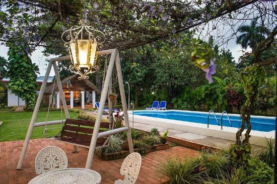 Casa versalles 3104 desde la habana cuba for Sala de estar en el patio