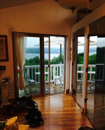 The Lakefront Inn: The Overlook room