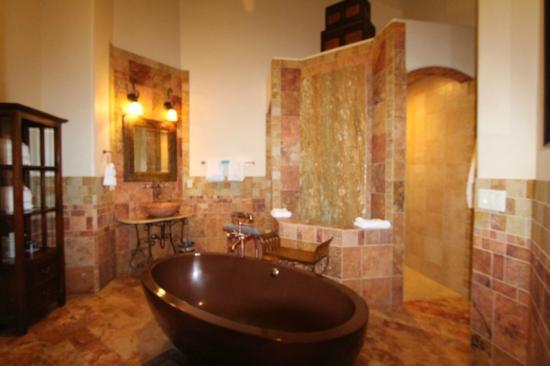 Della Terra Mountain Chateau: Bathroom suite - just gorgeous!