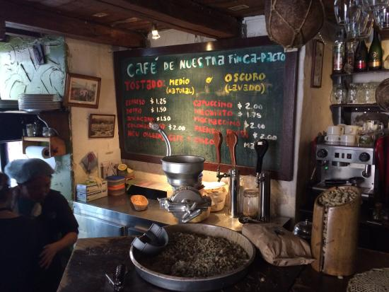 Cafe Dios No Muere: Freshly ground coffee.