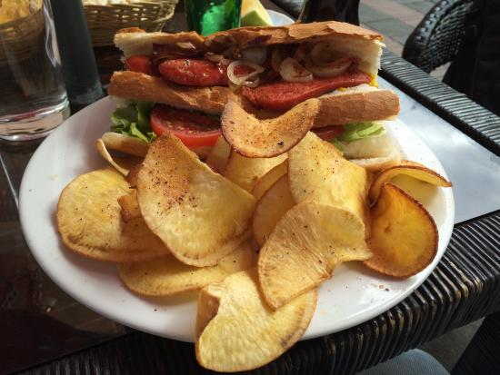 Cafe Dios No Muere: Chorizo Sandwich with Yucca crisps (or chips if you're American).