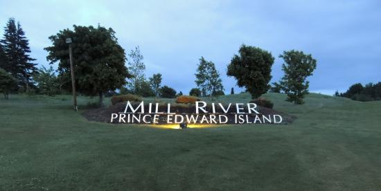 Mill River Golf Course - Rodd Mill River Resort: The sign on the 18th hole.