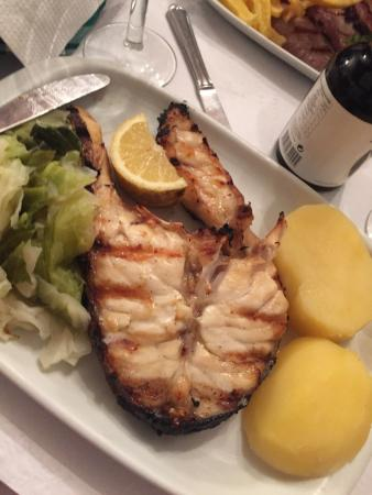 1 de maio: Fish was grilled to perfection, stick to what they know and you'll be fine.