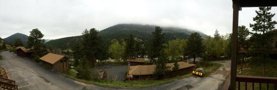 Wildwood Inn: Panoramic view from our room. Elk included!