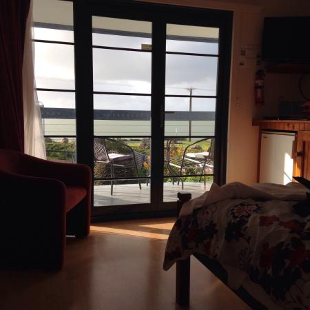 Vue de M Bed & Breakfast: Lovely place and very very very clean which makes you feel comfortable. Compact room but got all
