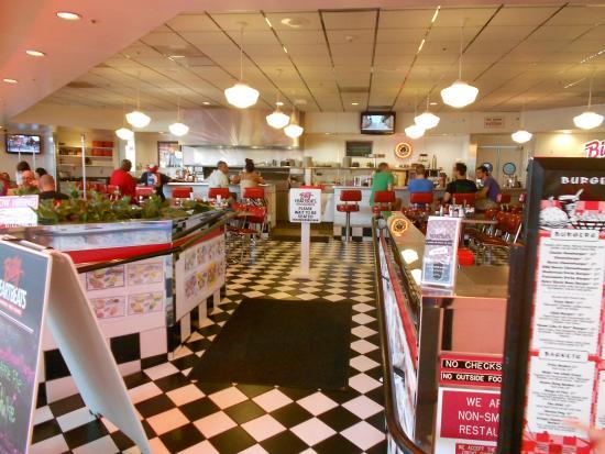 Billy Heartbeats: Dining Area