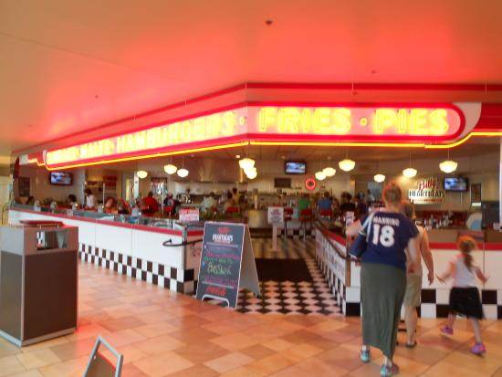 Billy Heartbeats: Front of Restaurant - It's in the Mall