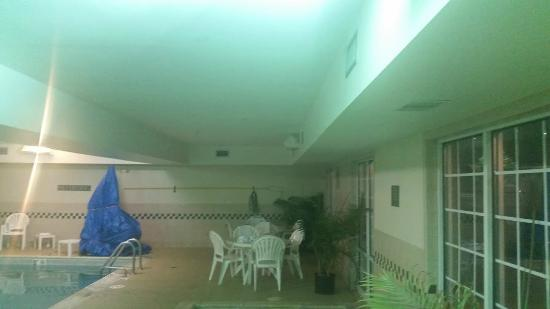Country Inn & Suites By Carlson, Tinley Park: More pool lights out.