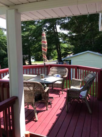 The Poplar B&B: Outdoor deck for relaxing or eating your breakfast