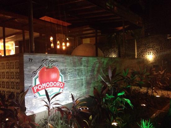 Excelente Restaurante Pomodoro Café