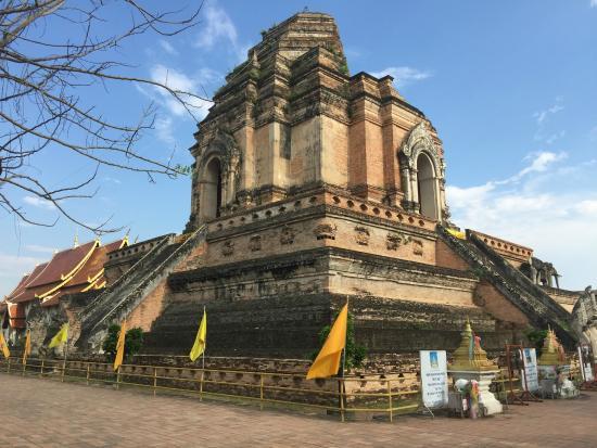 Wat Chedi - Picture of Wat Chedi Luang Varavihara, Chiang ...