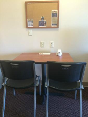 Value Place McAllen Pharr: Working area