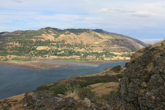 Mosier, OR: Looking toward Lyle, Washington including wind surfers.