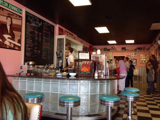 Holly Hop Ice Cream Shoppe: Cute, fun and delish.