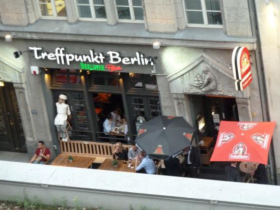 schnitzel with mushrooms bild von treffpunkt berlin alt berliner kneipe berlin tripadvisor. Black Bedroom Furniture Sets. Home Design Ideas