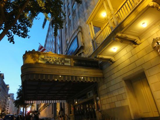 Warner Theatre: シアター