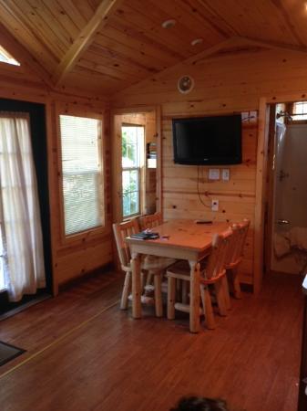 Boston/Cape Cod KOA : Cuisine avec sdb à droite et petite chambre à gauche