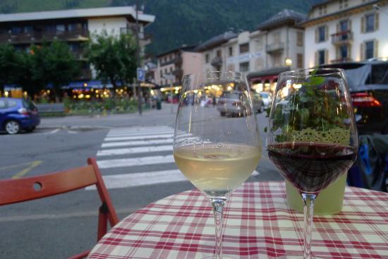 Le Lapin Agile: 2 dejlige glas vin