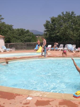 La piscine foto de camping saint amand laurac en for Piscine saint amand