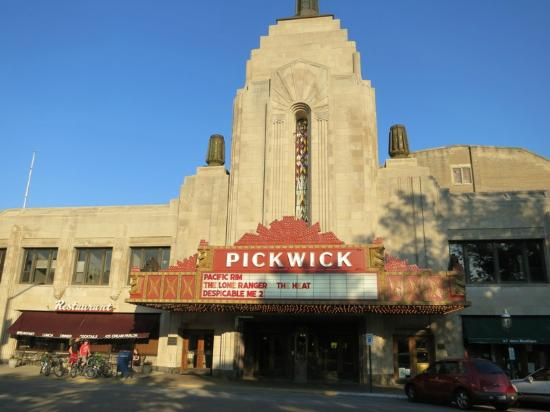 ‪Pickwick Theater‬