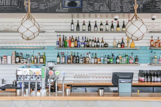 Regatta Bar + Eatery: Beach bar as it finest