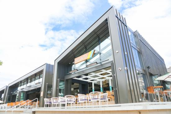 Regatta Bar + Eatery: Elegant stylish building on Takapuna Beach front in Main Beach