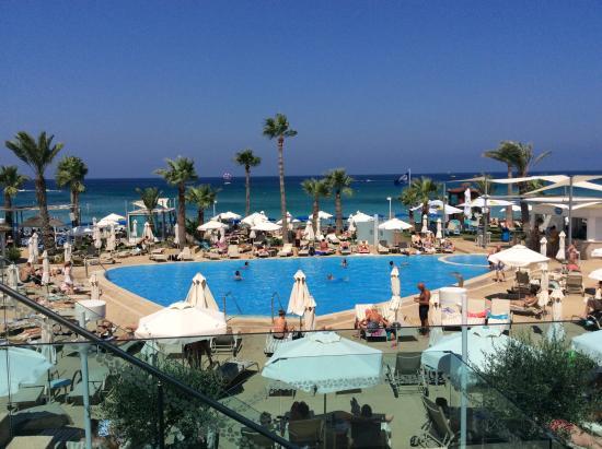 Vrissaki Beach Hotel Utsikt Från Lobbyn Ner Till Poolområdet