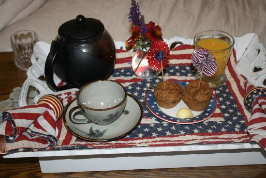 Aspen Meadows Bed & Breakfast: In room tray service before the full breakfast