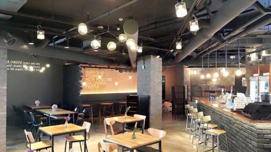Sling Pub & Brunch