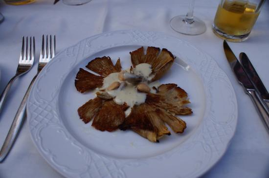 La Font del Gall: Oyster mushrooms with blue cheese sauce and almonds