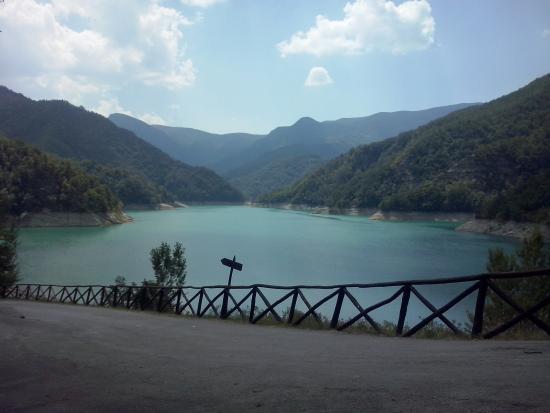 Farmhouse La Chiusa: Scorcio dalla diga di Ridracoli