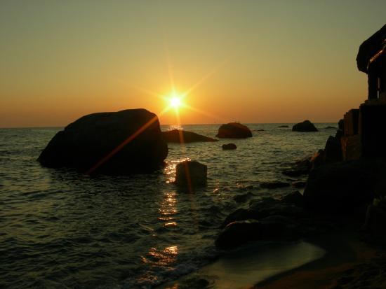 Hotel  Cava dell'isola: tramonto dalla spiaggia
