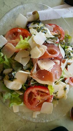 Salade italienne picture of le petit pavillon marseille tripadvisor - Le petit pavillon marseille ...