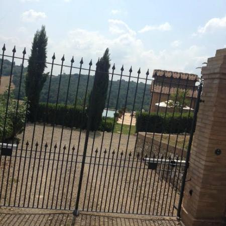 Tenuta di Monaciano: Why promote this micro pool when it is Not open?