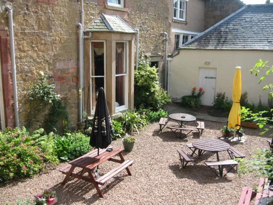 George & Abbotsford Hotel: The suntrap beer garden!