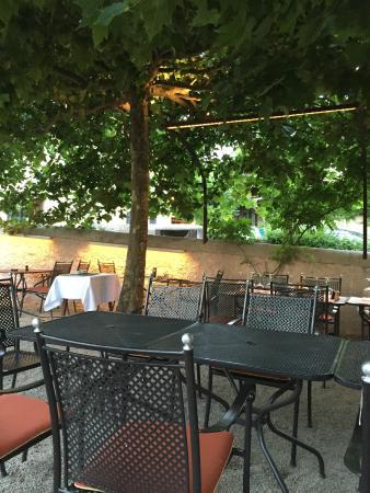 Restaurant du Cheval-Blanc: jardin d'été