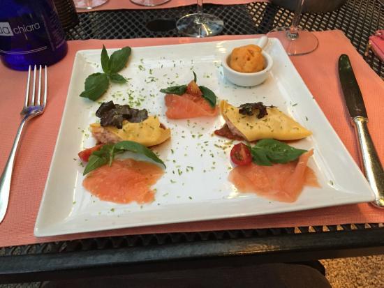 Restaurant du Cheval-Blanc: canneloni de saumon froid avec sorbet tomate basilique
