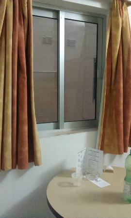 Cardor Holiday Complex: dirty window and stinky curtains