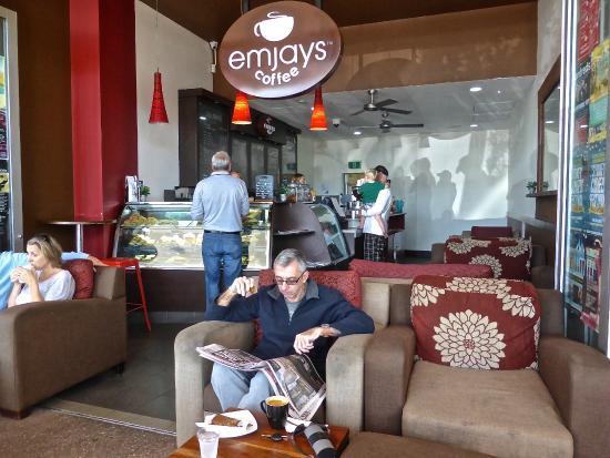 Coolum Beach, Australia: Simon ordering coffees